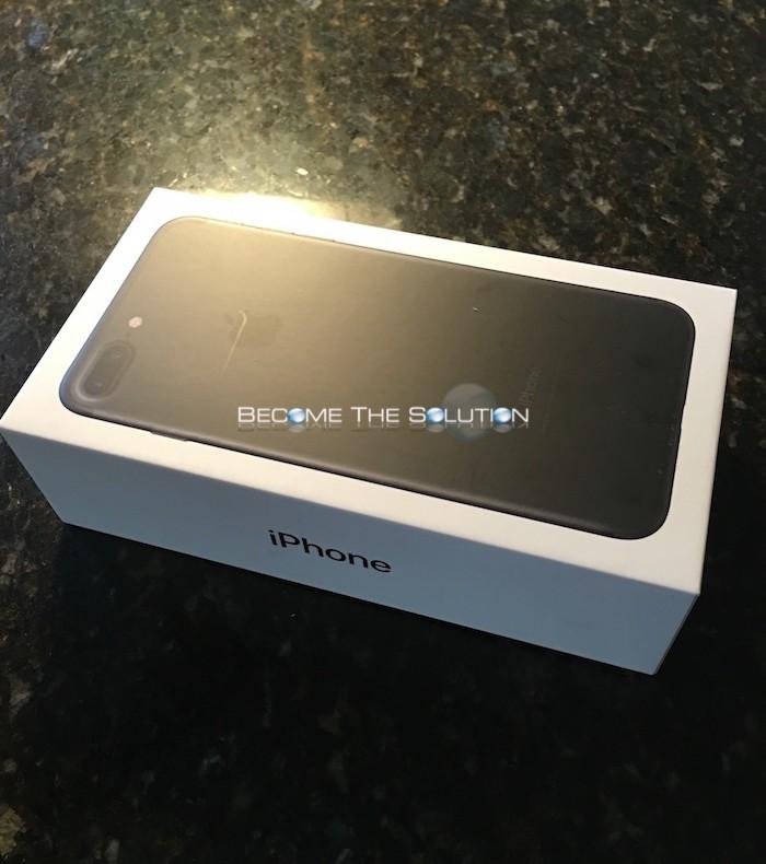 iPhone 7 Plus Black Unboxing (Pictures)